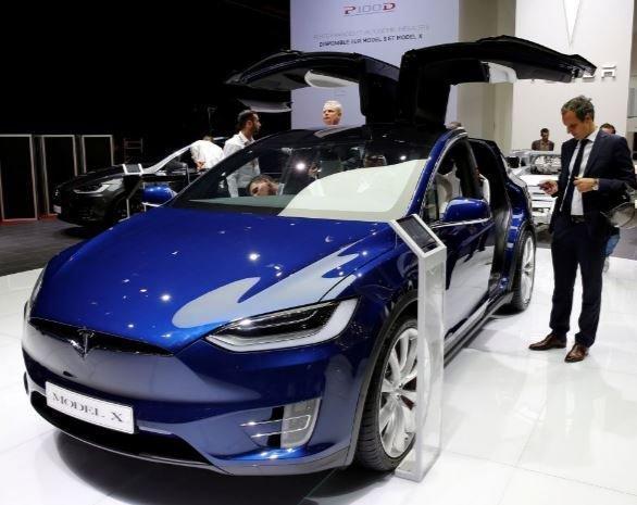 Tesla обьявила о выпуске автомобилей с полноценным автопилотом »