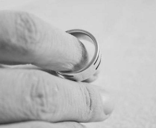 Ученые поведали, из-за чего женщины изменяют своим половинкам в браке »