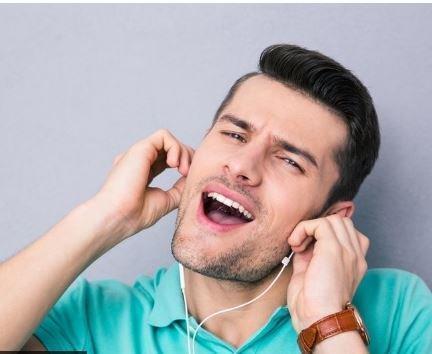 """Психологи рассказали, от чего некоторые песни """"крутятся"""" в голове »"""
