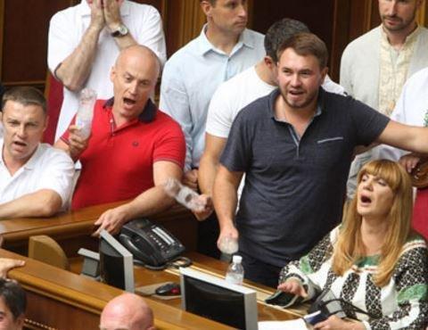 Украинские депутаты боятся гнева Трампа, как провинившиеся дети »
