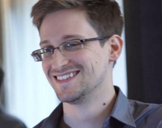 Сноуден рассказал не боится ли, что Путин экстрадирует его Трампу »