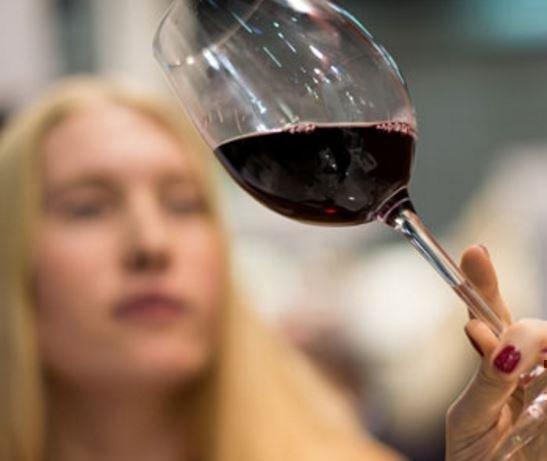 Ученые обьяснили, почему из-за алкоголя не набирают вес »
