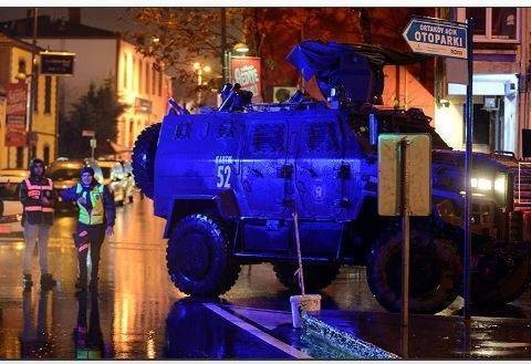 Американец смог выжить в теракте в Стамбуле благодаря мобильному телефону »
