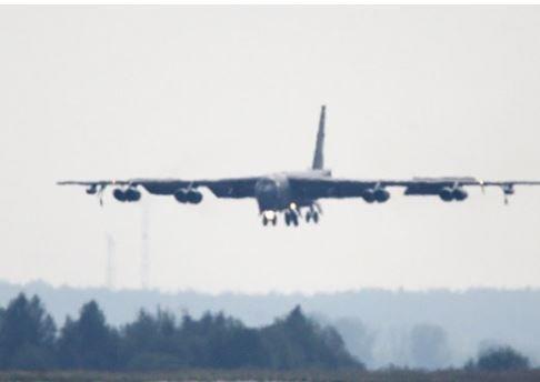 В США у бомбардировщика B-52 в ходе полета отлетел двигатель »