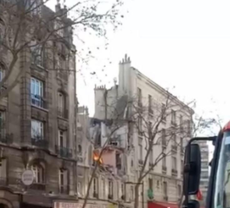 В пригороде Парижа был слышен мощный взрыв »