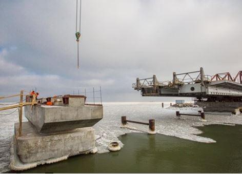 Строители приступили к сооружению морских пролетов моста в Крым »