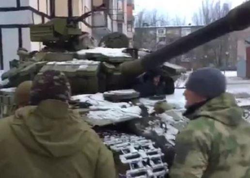 Киев пояснил, почему ввел танки в Авдеевку »
