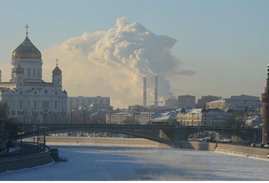 Пьяная женщина собиралась в центре города пройти по льду через Москву-реку »