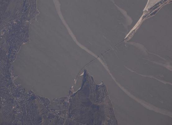 Космонавт РФ заснял фото строящегося Крымского моста с МКС »