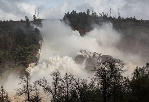 В Калифорнии сообщили об эвакуации из-за разрушения высочайшей в США плотины »