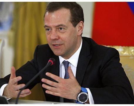 Медведев носит смарт-часами за 50 тысяч рублей »