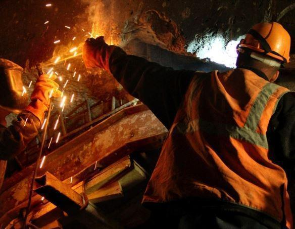 В Петербурге работник завода совершил суицид из-за маленькой зарплаты »