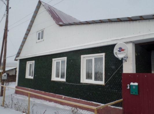 Житель Челябинска создал дом из 12 тысяч бутылок от шампанского »