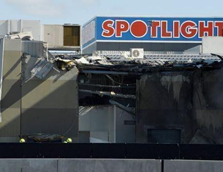 В Австралии легкомоторный самолет рухнул на торговый центр »