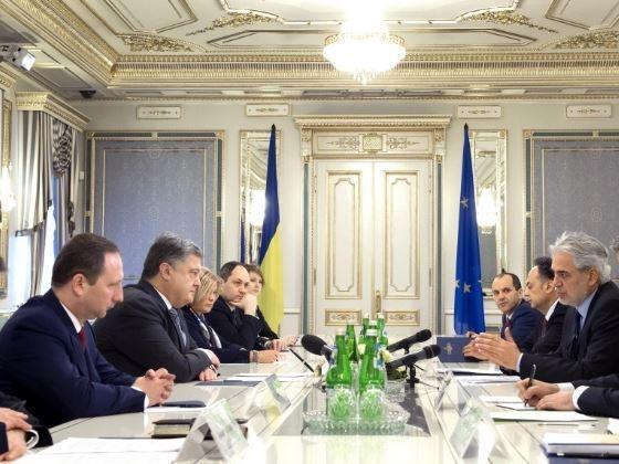 Порошенко требует ужесточить санкции против РФ из-за признания документов ДНР »