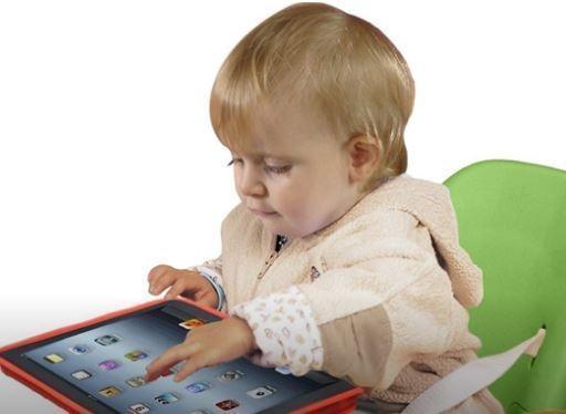 Двухлетний ребенок запер папу на балконе в Москве, чтобы поиграть в iPad »