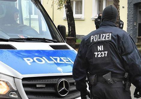 В Германии вооруженный мужчина умышленно совершил наезд на прохожих »