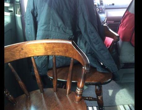 В Алма-Ате на вызов прибыло такси с деревянными стульями »