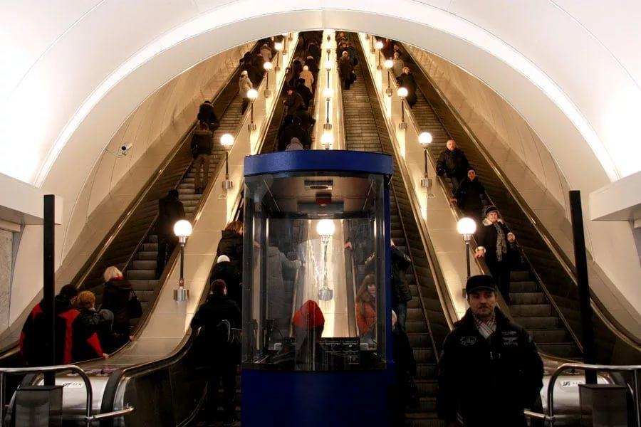 Выявленные нарушения в петербургском метро не устранялись годами