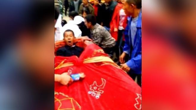 Китаец организовал собственные похороны, чтобы побывать на них