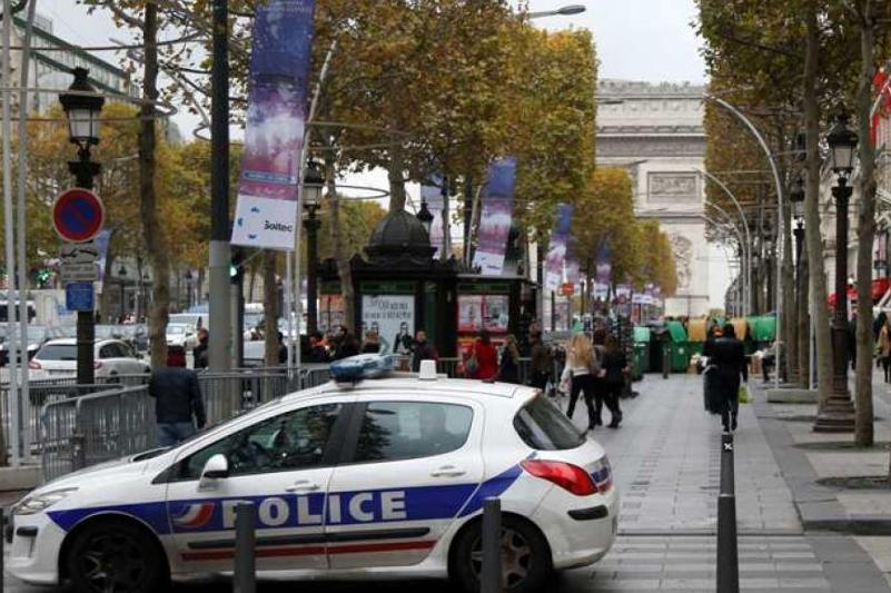 Участник стрельбы в Париже сдался полицейским
