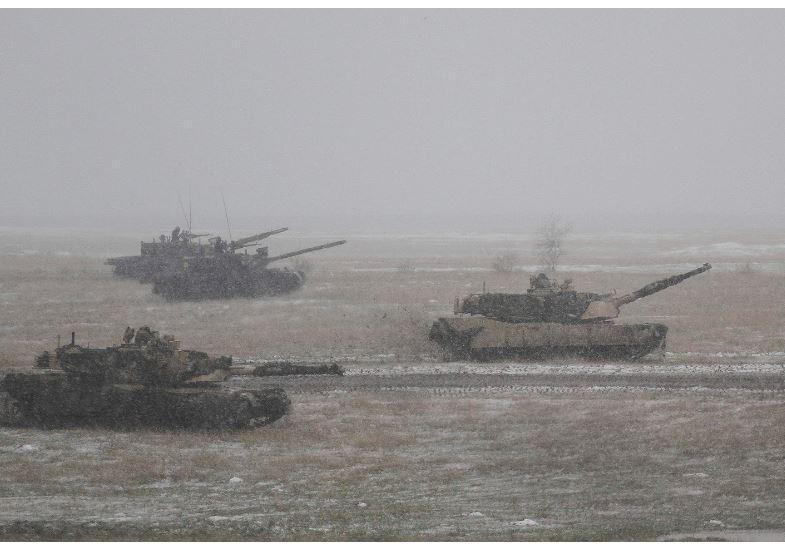 Главком НАТО в Европе требует больше танков для