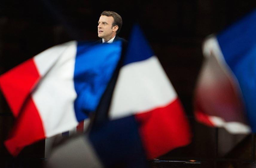 Утечка переписок из штаба Макрона внесет сложности в его президентство, считают в Госдуме