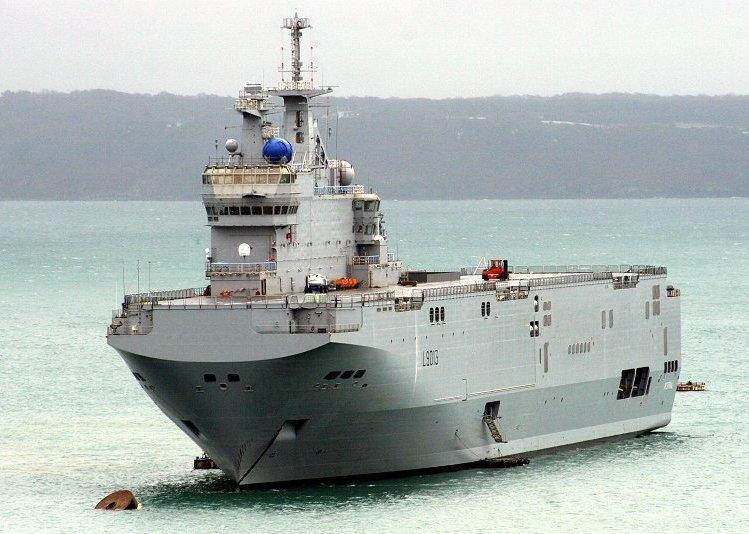 Французский десантный катер сорвал международные учения