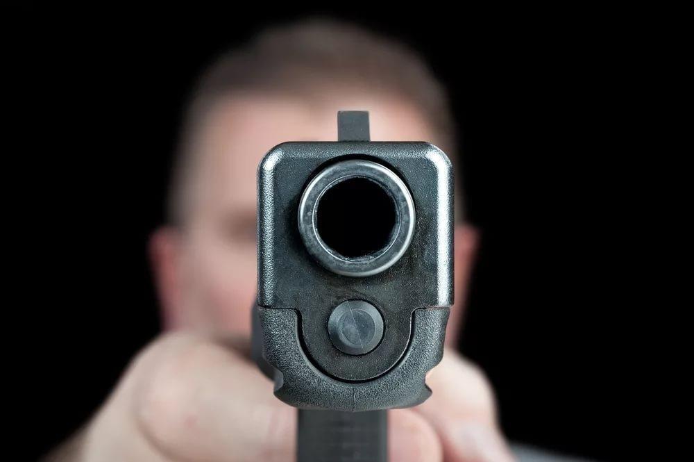 Сотрудник МИД РФ расстрелял семью и покончил с собой