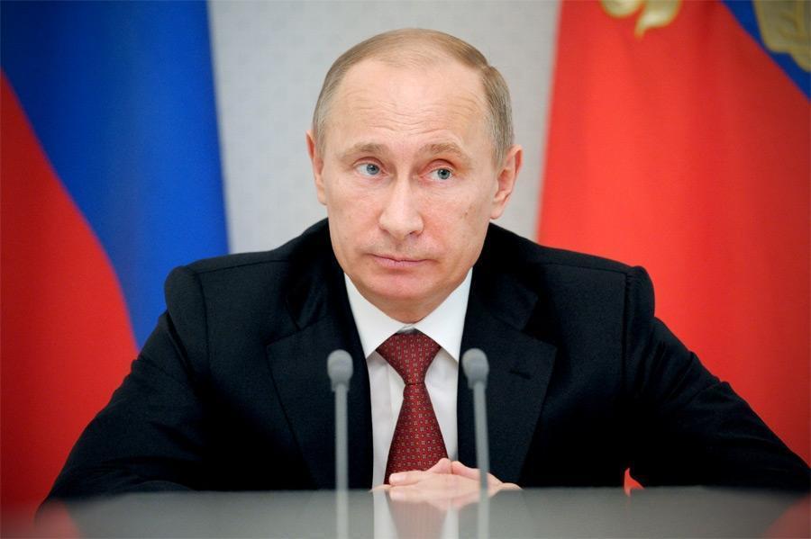 Путин предложил поднять зарплаты бюджетникам