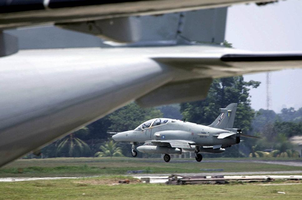 Малазийский военный самолет потерпел крушение