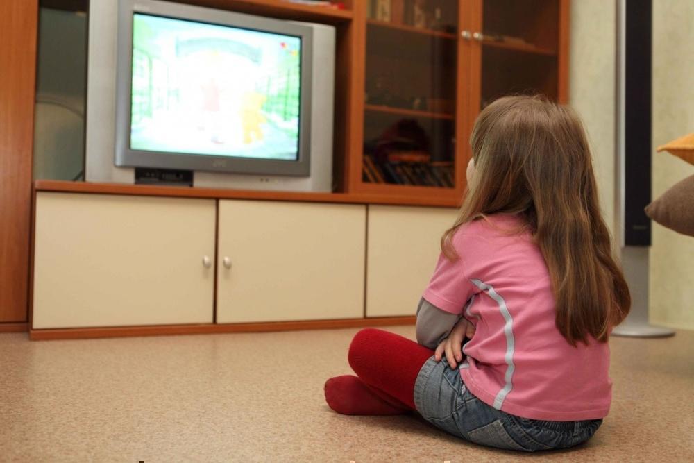 Ученые рассказали еще об одной важной причине не ставить телевизор в детскую