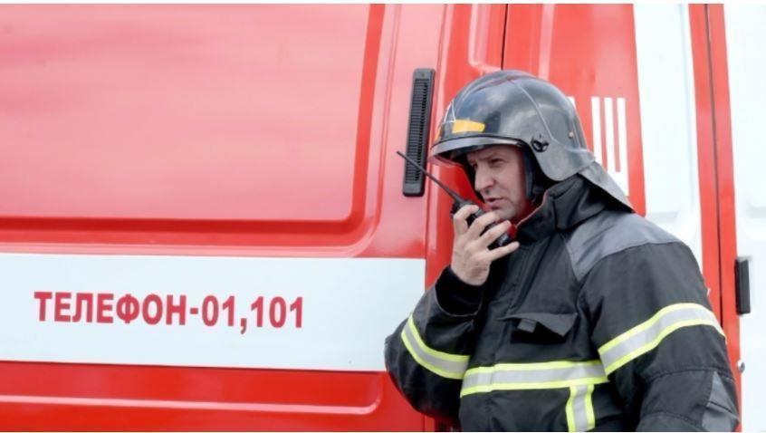 В Москве пожарные смогли спасти 9 человек из горящей квартиры