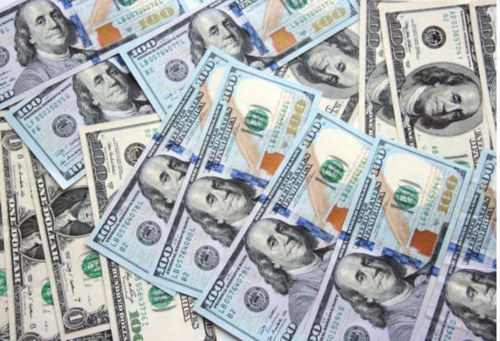 Доллару бросила вызов лишь одна валюта