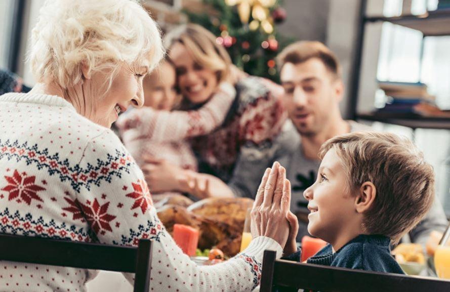 Медики выяснили, как бабушки и дедушки вредят своим внукам