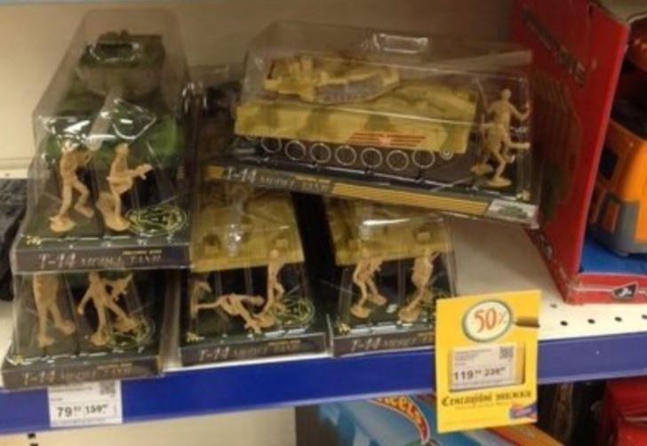 Танки в столице: в Киеве шокированы из-за игрушек с российской символикой