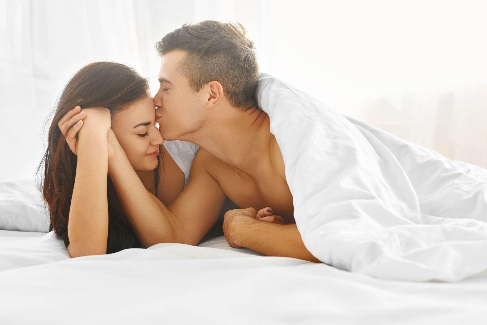 Сексологи рассказли до какого возраста можно заниматься сексом без вреда для здоровья