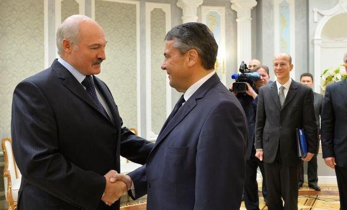 Die Welt: Лукашенко посматривает на Запад, но не ведет Белоруссию в Европу
