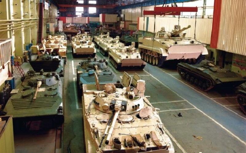 Путин призвал предприятия РФ готовиться к увеличенному выпуску военной продукции