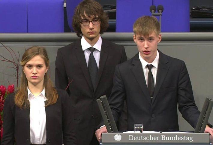 Немецкий политик написал ответ выступившему в бундестаге гимназисту