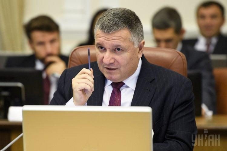 """Аваков считает, что Запад """"кинул"""" Украину с гарантиями безопасности"""