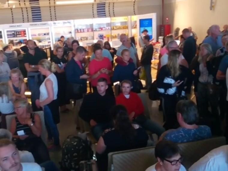 Российские туристы устроили давку в аэропорту Пхукета