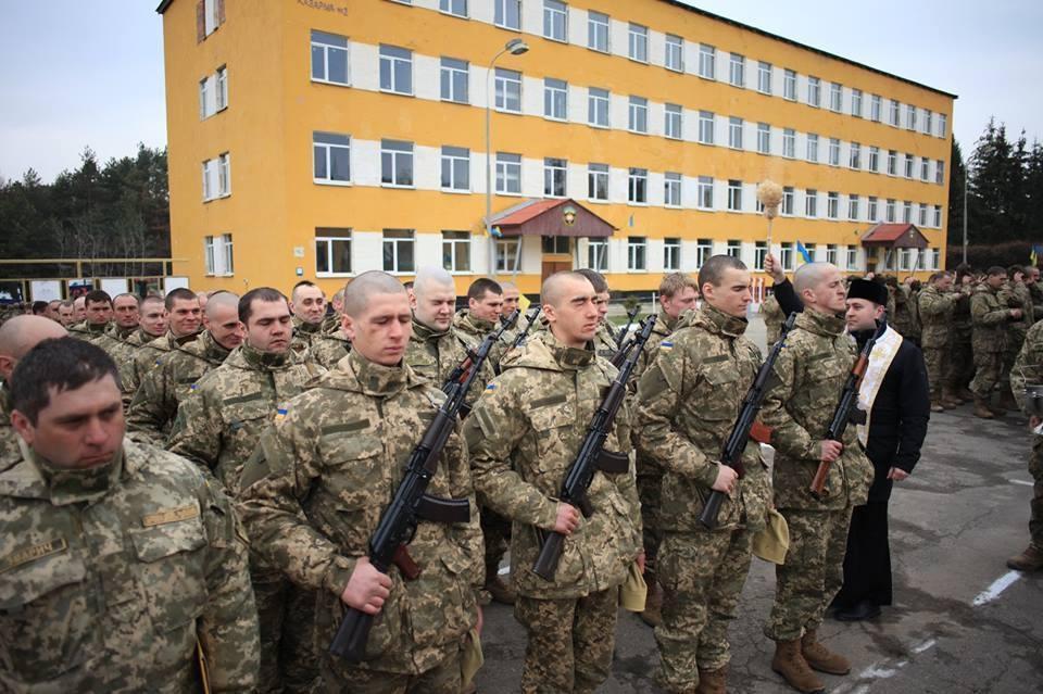 Украинцы отказываются служить в ВСУ из-за низких зарплат