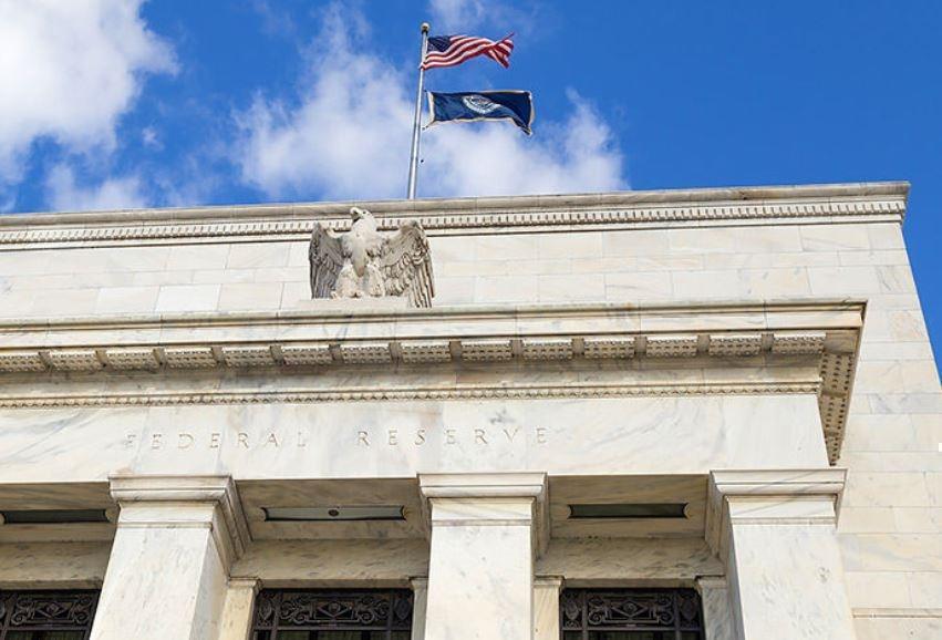 Новый удар по рублю: американцы повысили ставку