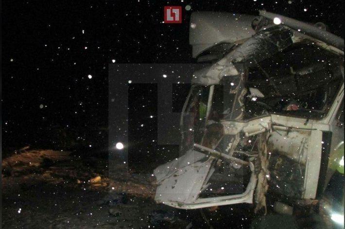 Под Нижним Новгородом столкнулись грузовик и пассажирский автобус