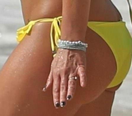 Третьим будешь? У Бритни Спирс заметили кольцо на безымянном пальце