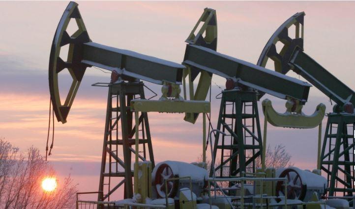 Нефть в курсе: как долго рубль сможет держаться на максимальном уровне