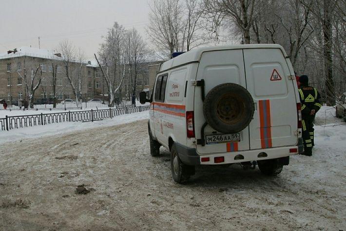 Соцсети пишут о гибели атакованной вооруженными подростками учительницы в Перми