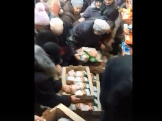 Рязанские пенсионерки устроили потасовку в магазине из-за курицы за 47 рублей