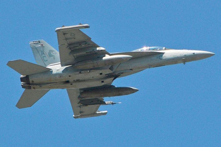 На высоте более 7 тыс км замерз и ослеп экипаж самолета ВМС США